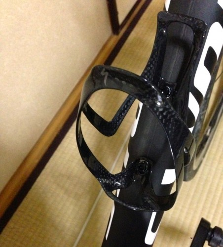 rib_carbon_bottle_cage_1